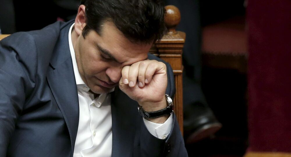 """Il premier Alexis Tsipras ha deciso di """"procedere il più rapidamente possibile al rimpasto di governo entro pochissimi giorni"""