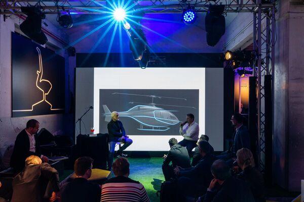 Nicola Guelfo ed Alexandr Okhonko illustrano il progetto alla platea milanese - Sputnik Italia