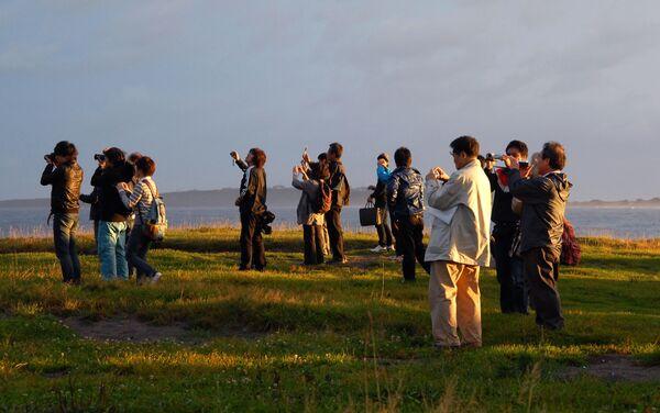 Delegazione giapponese in visita all'isola Kunashir - Sputnik Italia