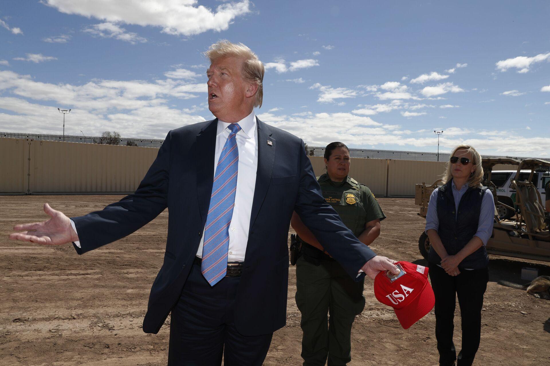 Biden sul piano di Trump di visitare il confine sud: Non mi interessa quello che fa l'altro tizio - Sputnik Italia, 1920, 29.03.2021