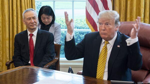 L'incontro tra Donald Trump e Liu He - Sputnik Italia