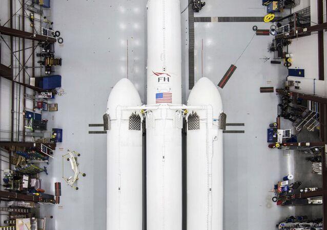 Il razzo vettore pesante Falcon Heavy di SpaceX