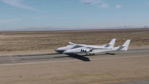 L'aereo a due fusoliere e sei motori dell'azienda Stratolaunch Systems - Sputnik Italia