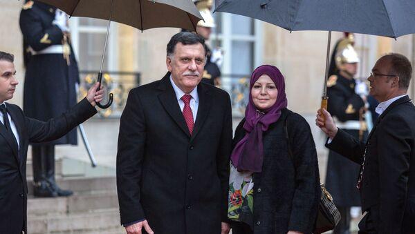Il primo ministro del Governo di Accordo nazionale libico Fayez al-Sarraj (a sinistra) e sua coniuge Nadia Reffatt (a destra) - Sputnik Italia