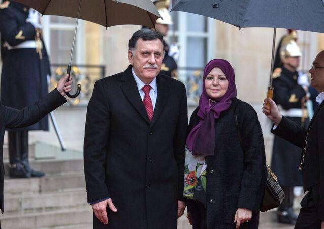 Il primo ministro del Governo di Accordo nazionale libico Fayez al-Sarraj (a sinistra) e sua coniuge Nadia Reffatt (a destra)