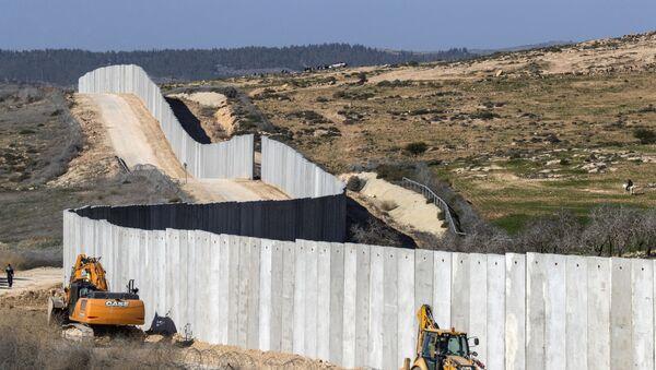 Il muro tra l'Israele e la Cisgiordania - Sputnik Italia