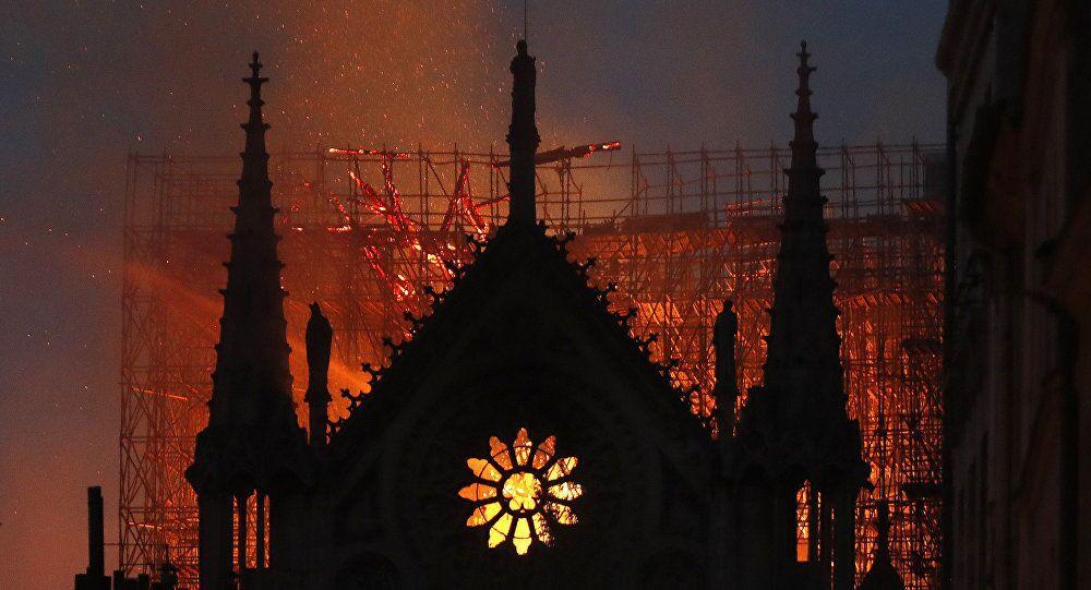 L'incendio alla Cattedrale di Notre-Dame di Parigi