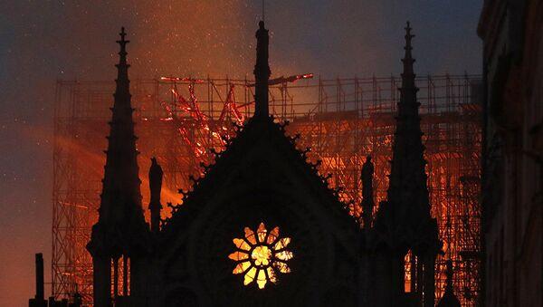 L'incendio alla Cattedrale di Notre-Dame di Parigi - Sputnik Italia