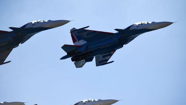 I caccia Su-30SM durante le prove della parata del 9 maggio - Sputnik Italia
