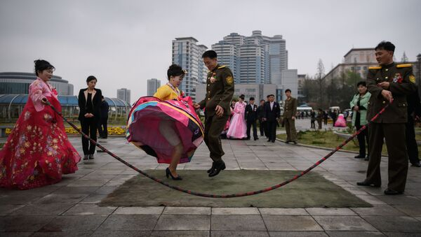 La foto del matrimonio dei novelli sposi a Pyongyang, Corea del Nord. - Sputnik Italia