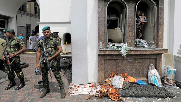 Soldati sul luogo dell'esplosione a Colombo, Sri Lanka - Sputnik Italia