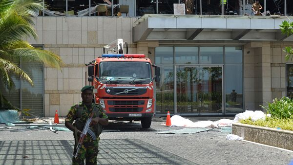 La polizia all'hotel dopo le esplosioni in Sri Lanka  - Sputnik Italia