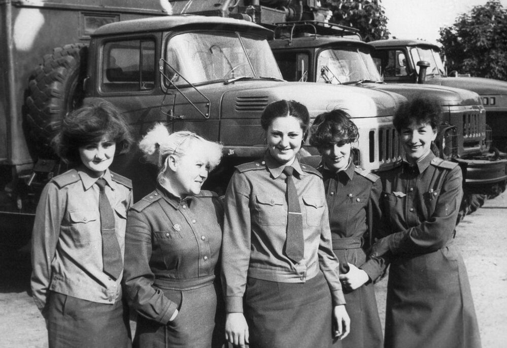 26 aprile 1986 - queste donne sorridono prima di recarsi al lavoro alla centrale nucleare di Chernobyl