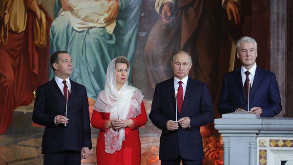 Vladimir Putin e Dmitry Medvedev alla messa di Pasqua, 2019 - Sputnik Italia