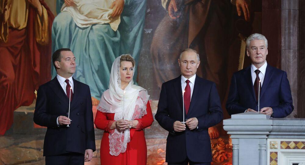 Vladimir Putin e Dmitry Medvedev alla messa di Pasqua, 2019
