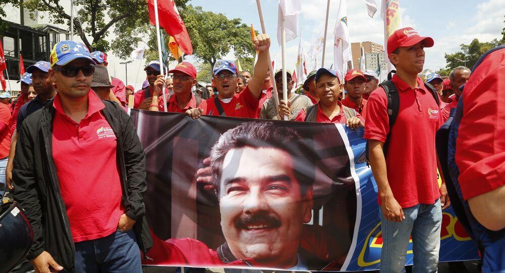 Manifestanti a sostegno di Maduro