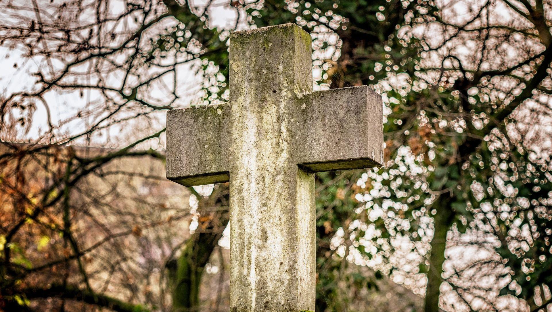 Una croce al cimitero - Sputnik Italia, 1920, 21.02.2021