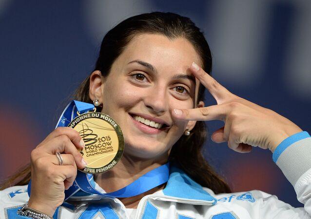 Rossella Fiamingo festeggia l'oro vinto a Mosca