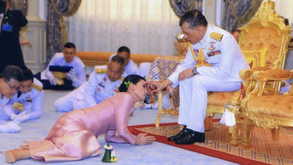 La cerimonia nuziale di Re Vajiralongkorn e Suthida Vajiralongkorn Na Ayutthaya. - Sputnik Italia