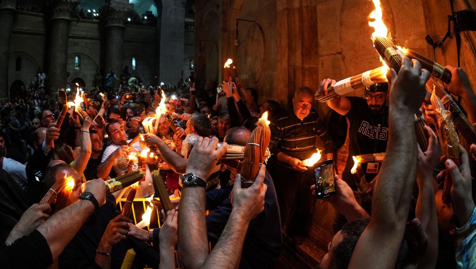 Nella chiesa del Santo Sepolcro di Gerusalemme si è acceso il Fuoco Sacro. - Sputnik Italia, 1920, 05.04.2021