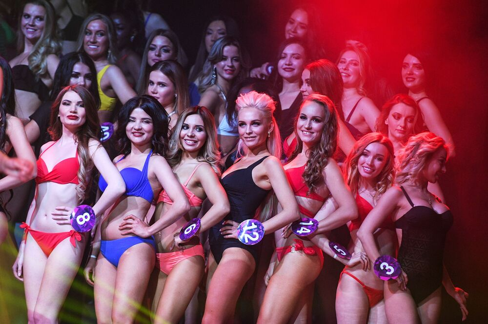 Le partecipanti al concorso Miss International Mini 2019 a Mosca.