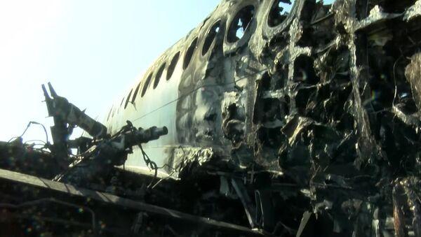 La fusoliera dell'aereo Sukhoi Superjet-100 dopo l'incidente - Sputnik Italia