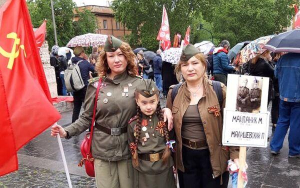 Le partecipanti al Reggimento Immortale a Roma - Sputnik Italia