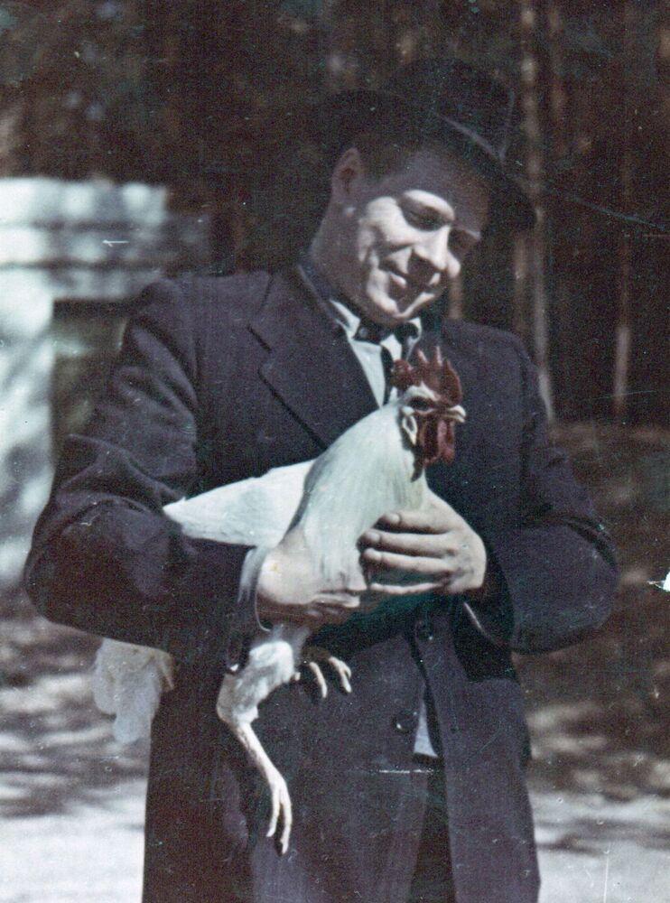 Dmitriy Ustinov nella sua dacia nel 1950