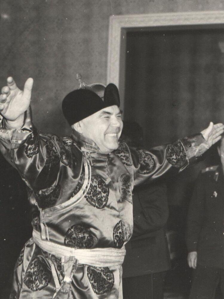 Una fotografia unica: il ministro della Difesa dell'URSS, Rodion Malinovskiy, in visita in Mongolia nel 1961