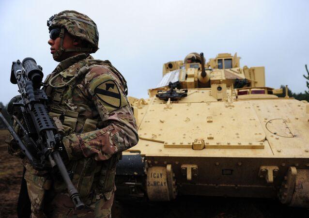 Soldati NATO nella base lettone di Adazi