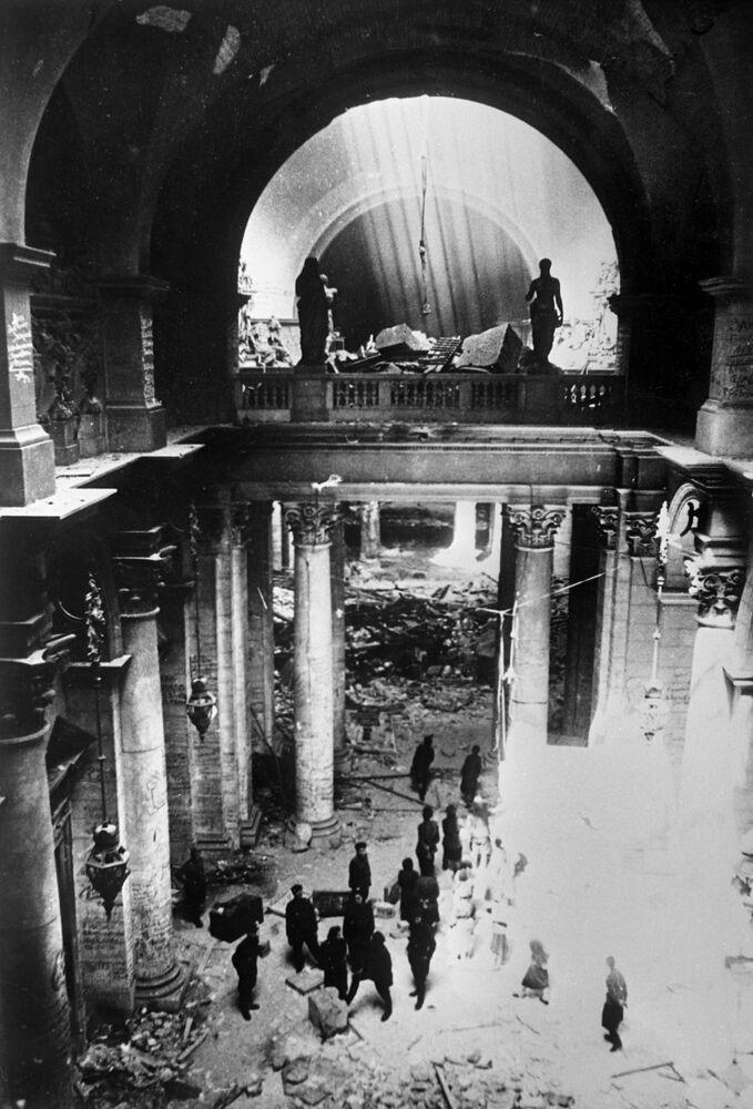 Soldati sovietici nel palazzo del Reichstag