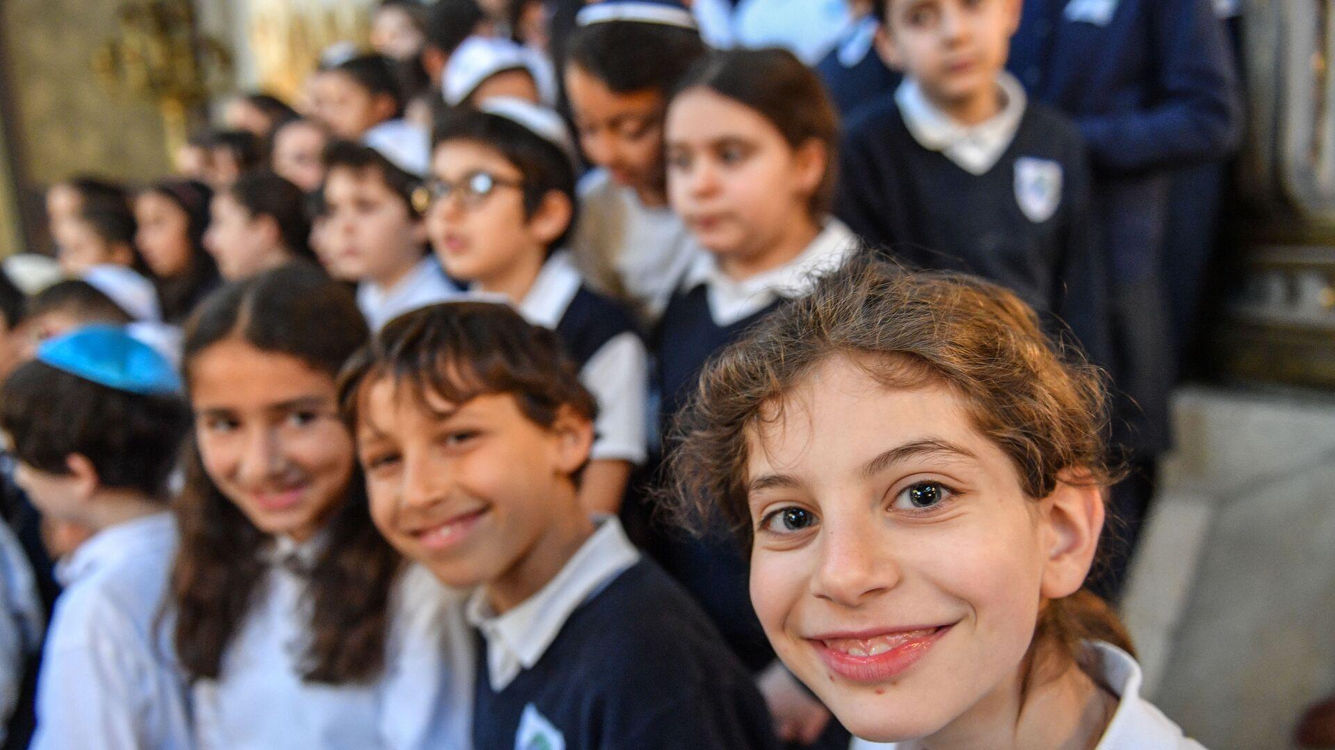 Bambini in una sinagoga - Sputnik Italia, 1920, 22.08.2021
