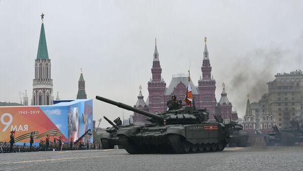 Il carro armato T-72B3 alla Parata della Vittoria 2019 - Sputnik Italia