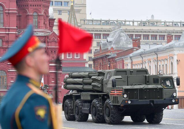 Il sistema d'artiglieria a reazione Smerch alla Parata della Vittoria 2019