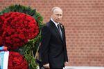 Putin onora la memoria dei caduti alla tomba del Milite Ignoto