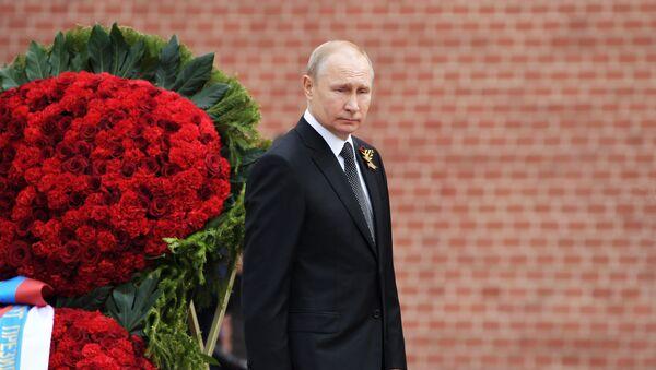 Putin onora la memoria dei caduti alla tomba del Milite Ignoto  - Sputnik Italia