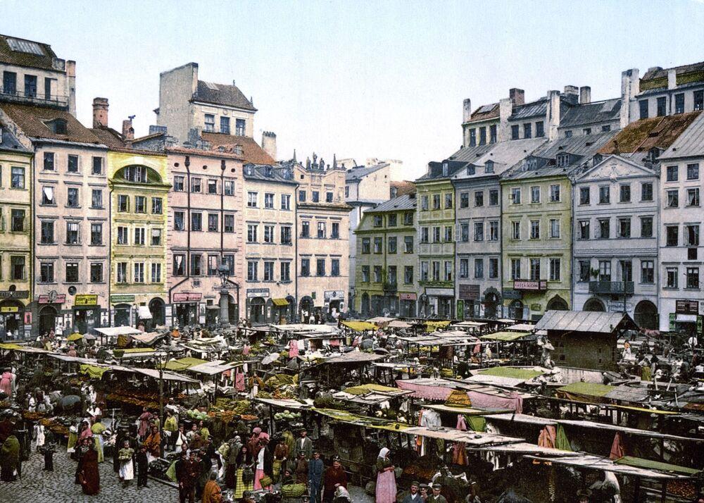 La Piazza del Mercato della Città Vecchia a Varsavia tra il 1890 e 1905