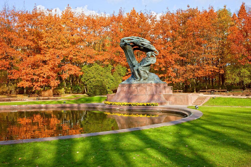 Monumento di Frederick Chopin nel parco Lazienki, 2010.