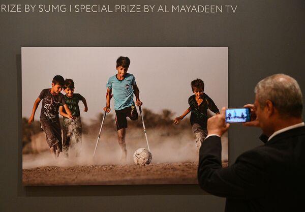 La fotografia di Qasim esposta all'apertura della mostra dedicata al IV fotoconcorso Andrey Stenin - Sputnik Italia
