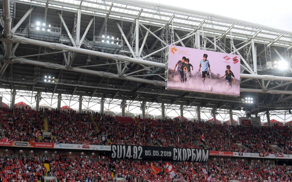 La fotografia di Qasim vincitrice del fotoconcorso Andrey Stenin sul megaschermo dello stadio Otkrytie Arena dello Spartak Mosca
