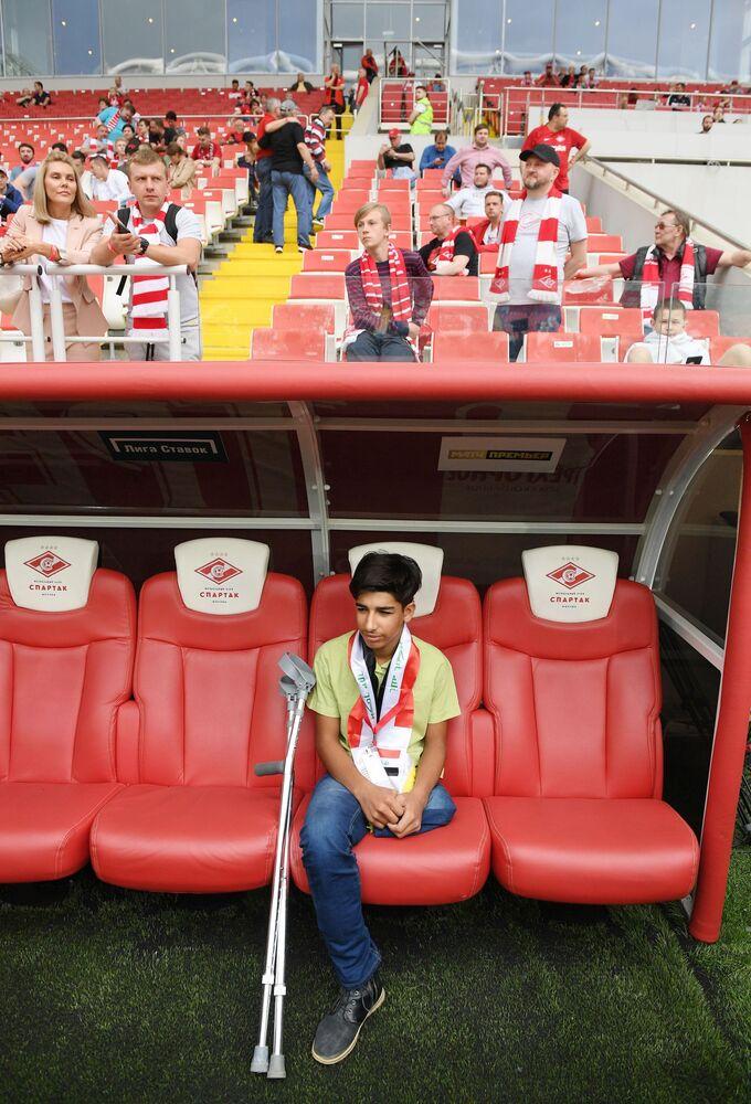 Qasim Alkadim sulla panchina dello stadio Otkrytie Arena