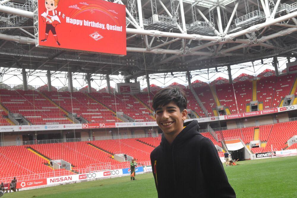 Lo Spartak Mosca ha dedicato a Qasim un messaggio di buon compleanno sul maxischermo dello stadio