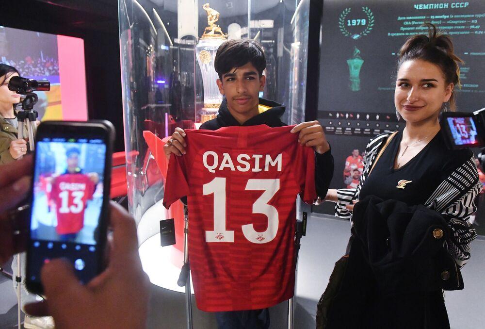 Per i suoi tredici anni Kasim ha ricevuto in regalo una maglietta personalizzata dello Spartak Mosca...