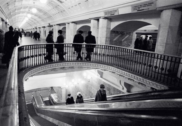 1975 - Sottopassaggio nella stazione Prospetk Mira della metropolitana di Mosca - Sputnik Italia