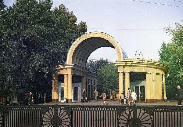 1972 - L'ingresso della stazione Kropotkinskaya  - Sputnik Italia