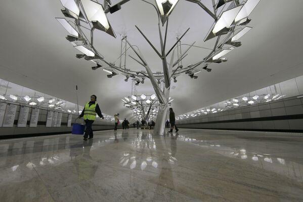 2014 - L'interno della stazione Troparyevo aperta in uno dei popolosi quartieri alla periferia sud-ovest di Mosca   - Sputnik Italia