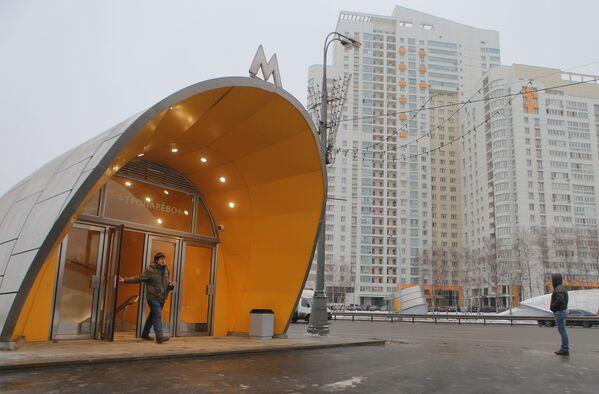 2014 - L'ingresso della nuova stazione Troparyevo in uno dei popolosi quartieri alla periferia sud-ovest di Mosca  - Sputnik Italia