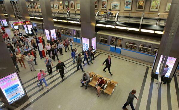 2013 - In alcune stazioni della metropolitana di Mosca la catena dei negozi di elettrodomestici Media Markt installa dei pannelli per acquistare online i propri prodotti  - Sputnik Italia