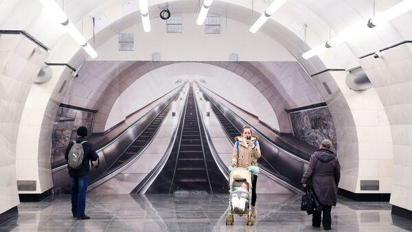 Scala mobile nella metropolitana di Mosca - Sputnik Italia