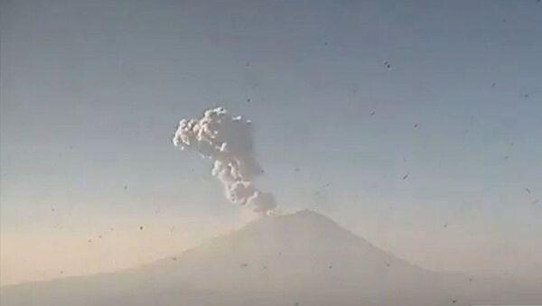 Messico, erutta il vulcano Popocatepetl - Sputnik Italia